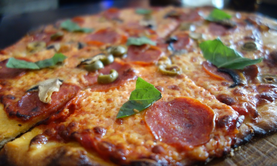 Thin-crust-pizza1